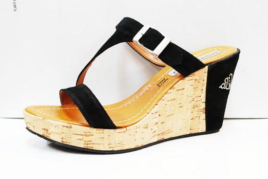 на фото обувь сабо